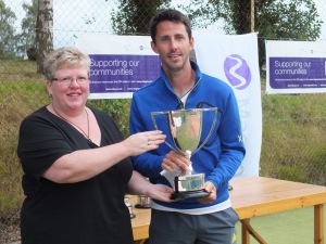 Jill Callander (Magnox) presenting the trophy to the mens champion Alan MacDonald